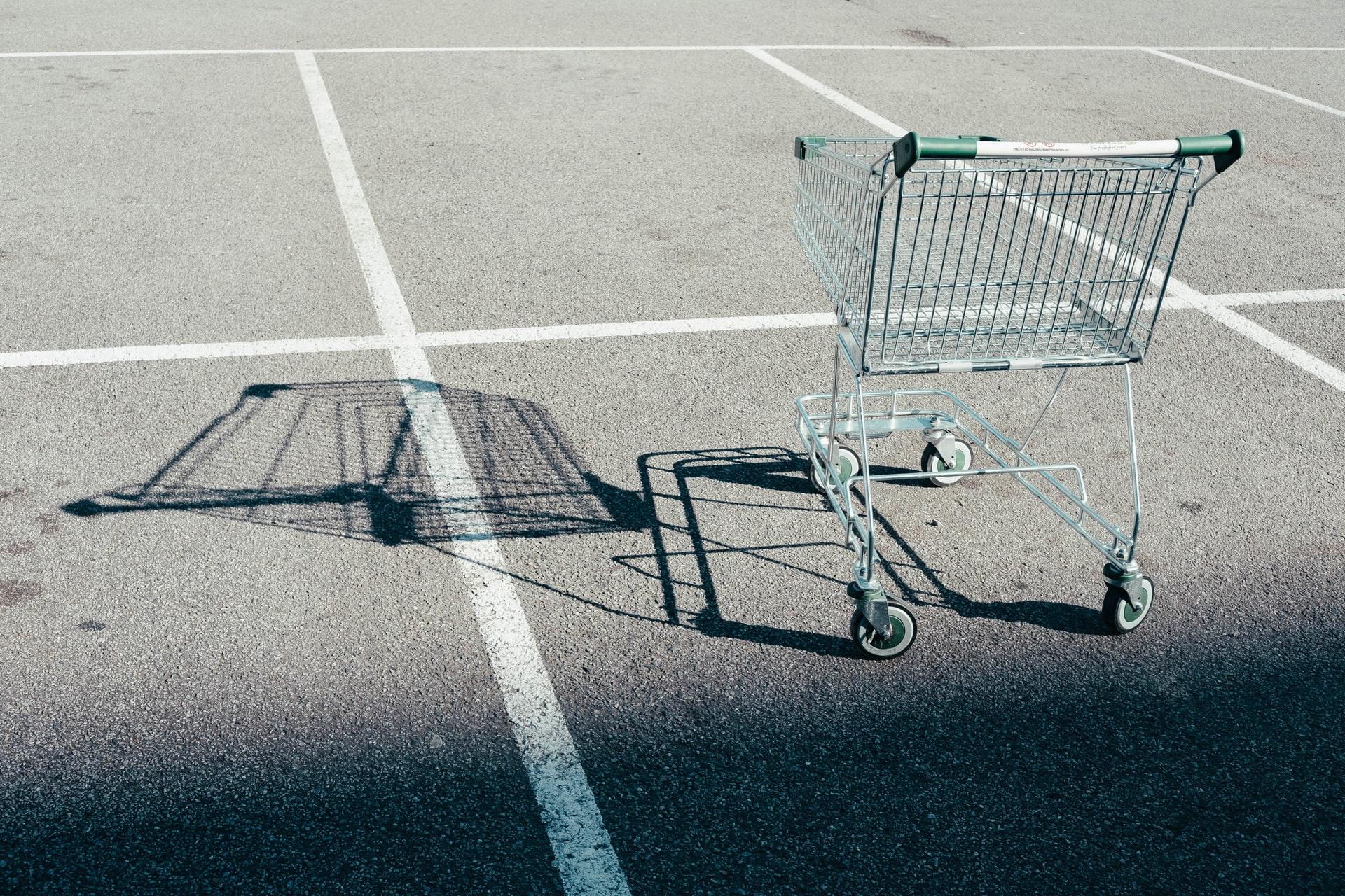 """Carrinhos abandonados """"custam caro"""" às lojas virtuais"""